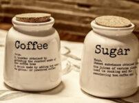 コーヒーの説明書きが書かれたボトル